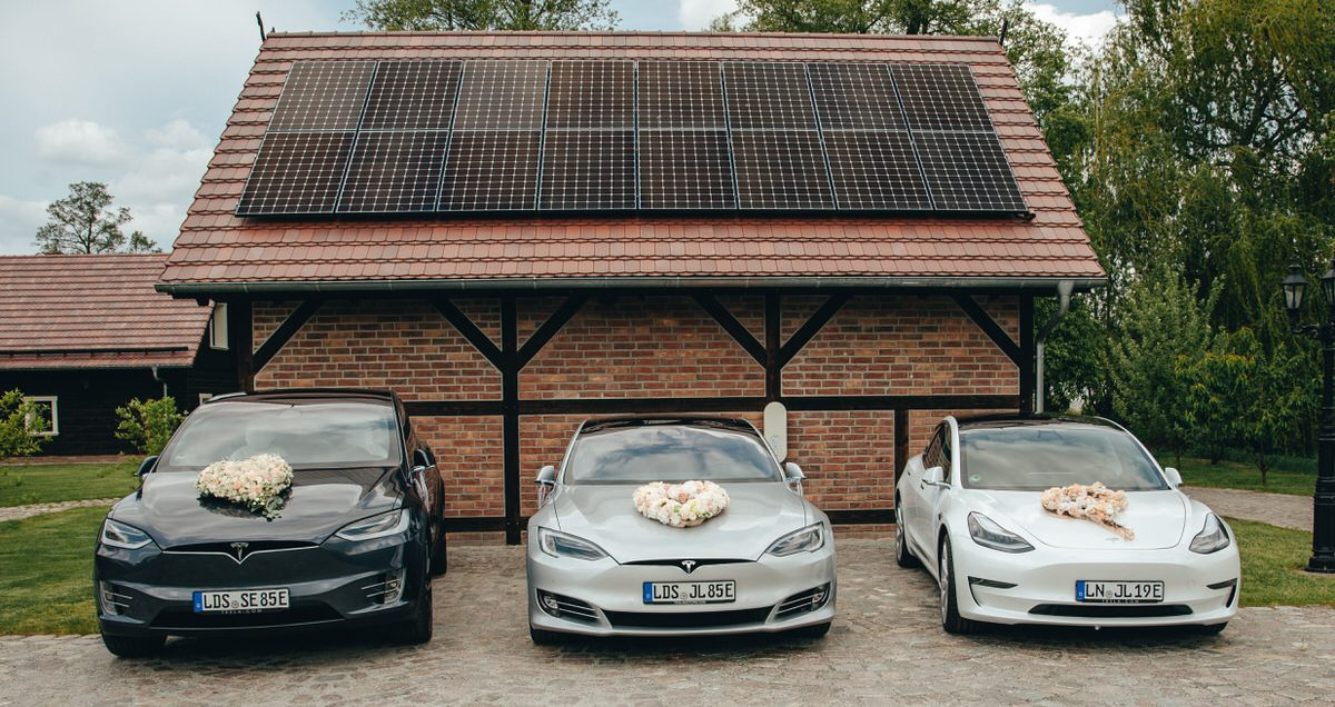 Tesla Hochzeitsauto Spreewald Energy Hochzeitsfotograf Raphael Kellner